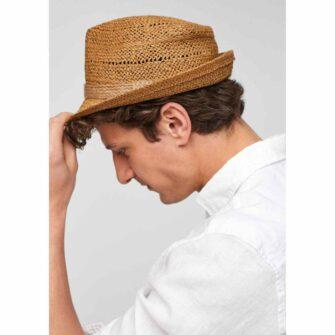 Leichter Hut im Stroh-Look